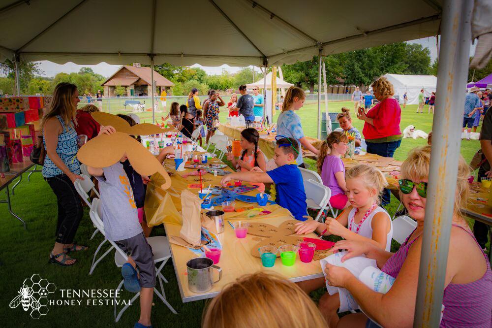 tennessee-honey-festival-art-tent